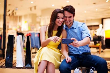 Mobile shopping couple